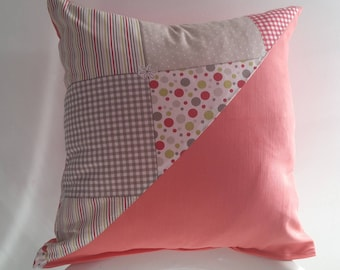 Cushion cover 40 x 40 cm coral; geometric patterns