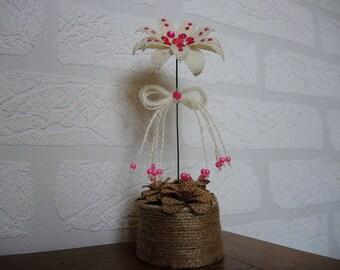 """Romantic"" burlap table decoration"