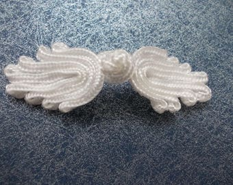 3 buttons white Chinese style 7 cms. wide