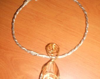 Pretty Choker in gold foil striped 2 mm twisted wire by hand with a Crystal pendant.