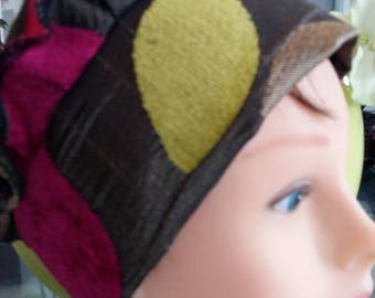Brown and multicolor Fuchsia-pistachio green leaf pattern beret.