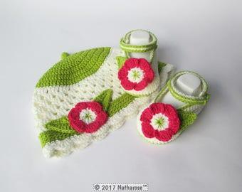 Ensemble bébé bonnet et chaussons écru et pistache fleur fuchsia