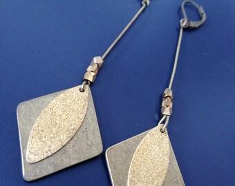 longues pendants de bronze et doré