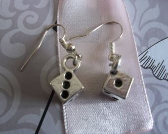silver pattern of earring