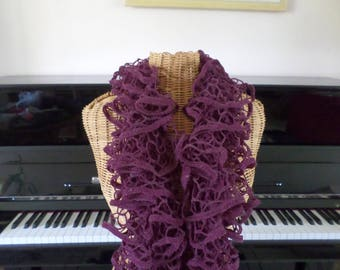"Purple scarf made with wool ""net"""