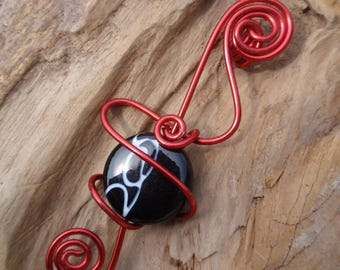 Beautiful Silver Pendant and glass bead black and Red aluminum