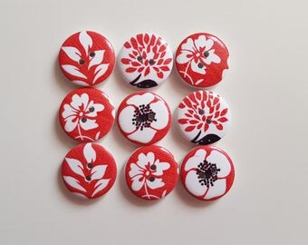 Set of 10 wooden buttons red and white