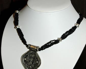 Ethnic necklace in silver and black seed beads