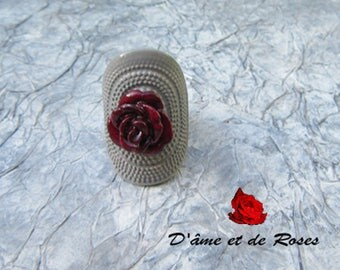 ring metal gray with a plum rose