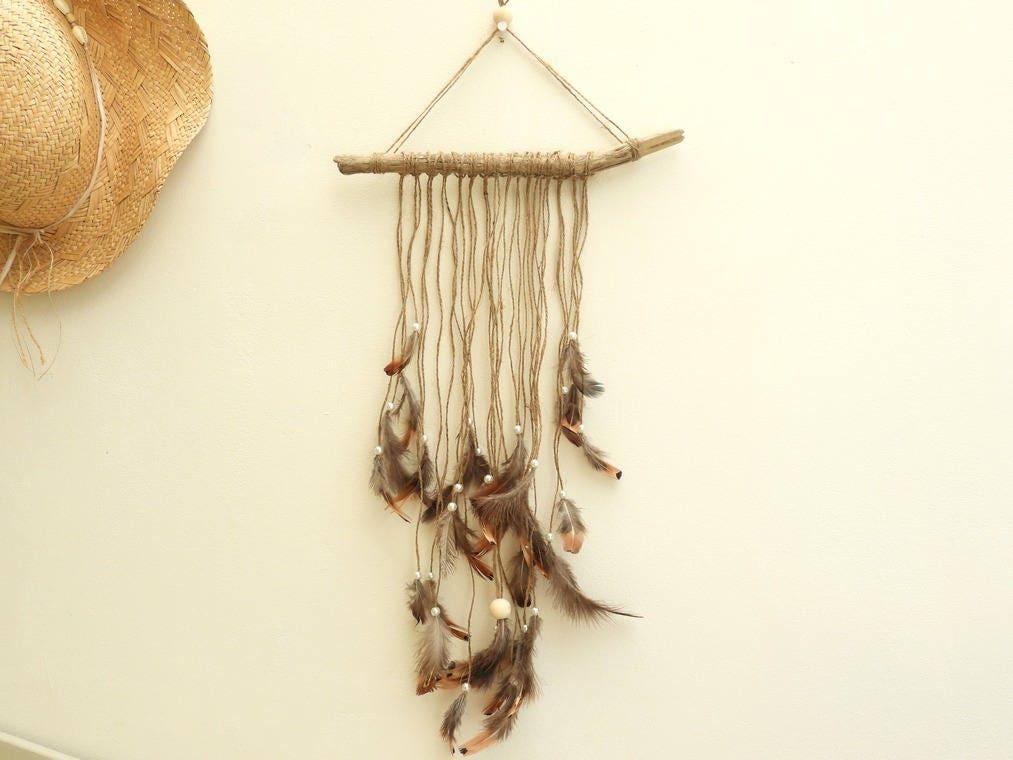 attrape r ve en bois flott plumes et perles style gipsy. Black Bedroom Furniture Sets. Home Design Ideas