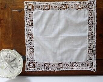 Grand mouchoir ancien de batiste / Large old cambric handkerchief old linens