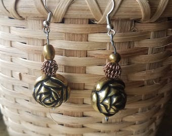 Gold flower and bead earrings
