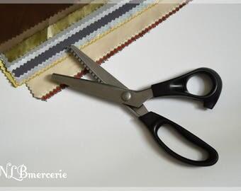 Ciseaux à cranter avec lame en dents de scies
