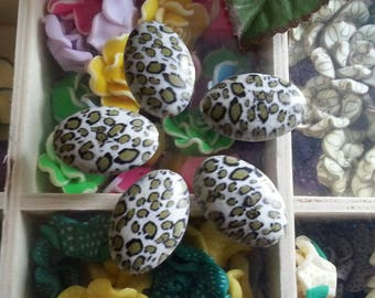10 acrylic beads, faux leopard skin, oval, olive, 29 x 19 x 10 mm, hole: 2 mm