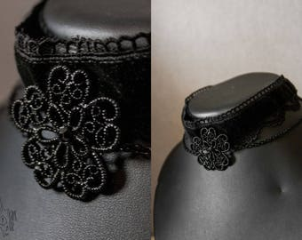 Choker of Black Lace neck and flower print