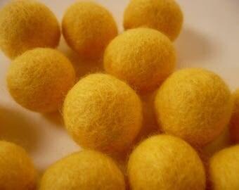 wool between approximately 18 mm bead, Pearl wool, felted wool, yellow, Pearl bead, boiled wool