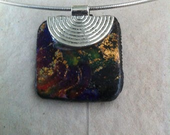 Crew neck with a square pendant, gold, Plum, green, black tones