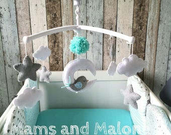 Musical baby mobile in felt, bird on the Moon and stars