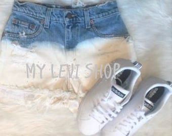 Levi Mid waist Ombre Bleached Ripped Jean Shorts - Size Extra Small
