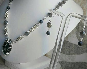 925 Sterling Silver Chainmaille Necklace with a Labradorite Cabochon