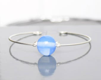 Thin metal and transparent Blue Bead Bracelet