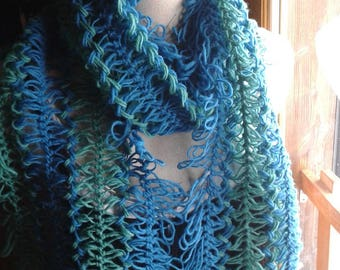 Original scarf knitted in pure wool to the forks