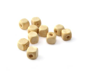 10 wooden cube beads, varnish