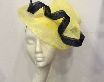 Fascinator wedding yellow and Blue Navy, form double scrolls Scoubidou