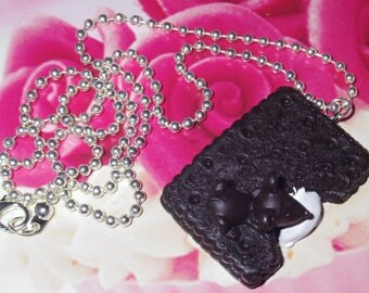 """""""The greedy mouse"""" cookie necklace"""