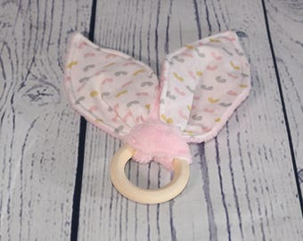 Teething ring / rattle wooden collection kisses pink