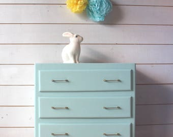 Small dresser 60s green celadon.