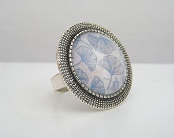 Ginkgo flowers and silver tone cabochon ring