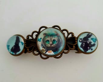 Pin 3 cabochon the cat in Alice in Wonderland country.
