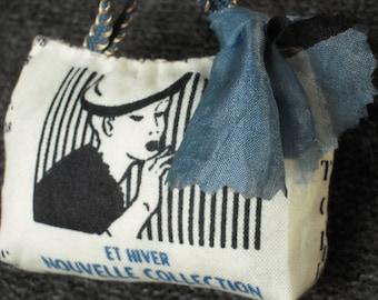 Brooch pin, purse vintage fabric