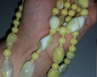 Yellow and white swirl beaded necklace