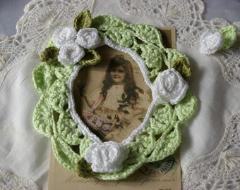 Green picture frame for scrapbooking embellishment