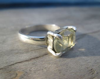 Law with quartz lemon faceted silver ring