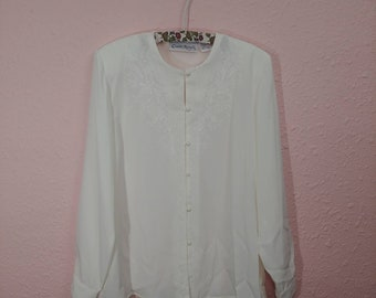 Embroidered Vintage Ivory Blouse // Vintage Embroidered Detail // Vintage Pearl Buttons // Vintage Button-up White Top // Vintage Shirt //