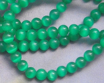 8 ROUND BEADS 6 MM GREEN EMERALD GLASS CAT'S EYE