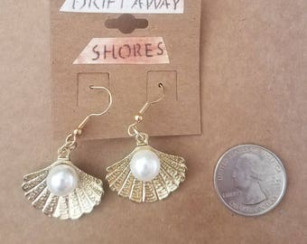 Sea Shell with Pearl Earrings