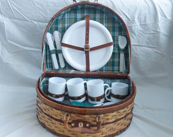 Vintage Two-Tone Picnic Basket with Plaid Liner