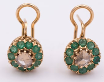Gold earrings with central rosette and side emeralds. Years 50
