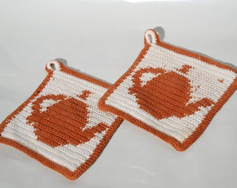 Pot holders-the ideal kitchen helper from Grandmother's times with teapots and that even crochet!