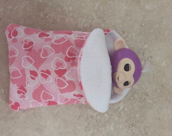Fingerlings Finger Monkey Pink and Red Hearts sleeping bag accessory