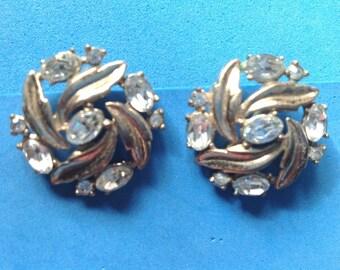 Vintage! Vintage Trifari gold tone & rhinestone clip on earrings.