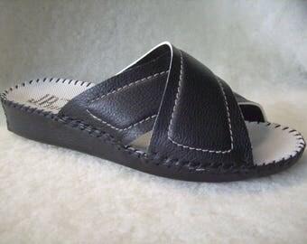 Men's handmade slippers in genuine leather