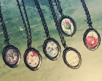 Boho necklace with cabochon Flower Power Vintage
