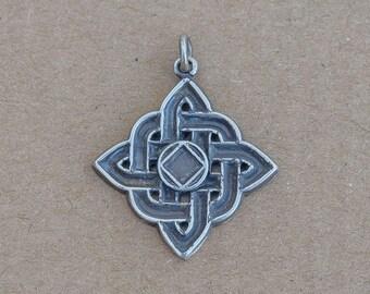 Vintage Sterling Silver Celtic Knot pendant    E46