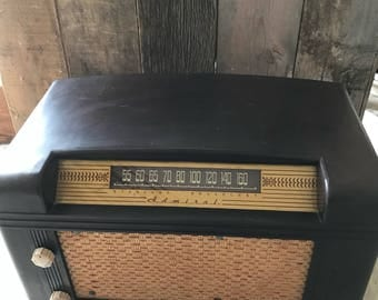 Bluetooth speaker / repurposed vintage radio