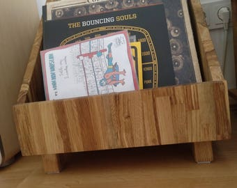 Vinylbox made of solid oak